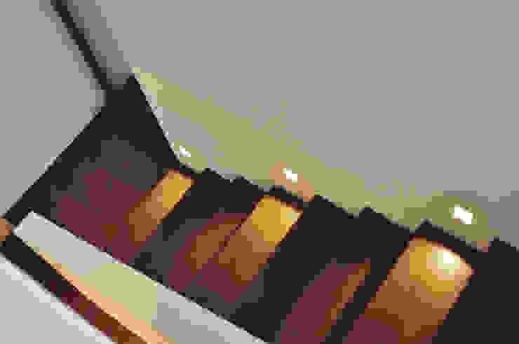 Hành lang, sảnh & cầu thang phong cách hiện đại bởi Lecke Architekten Hiện đại
