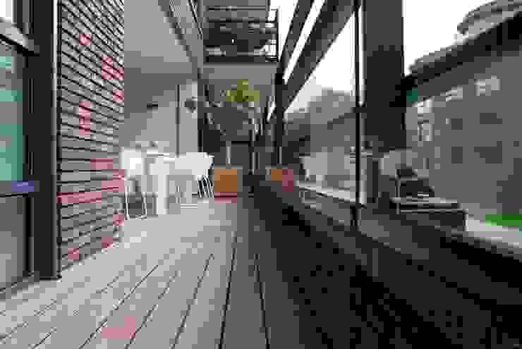 Bamboe terrasdelen Moderne balkons, veranda's en terrassen van BVO Vloeren Modern