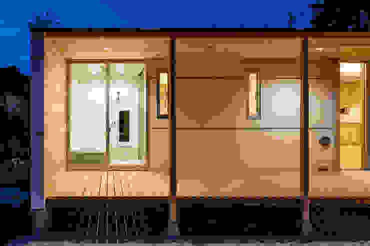 A House In The Fields Baños de estilo moderno de 株式会社 中山秀樹建築デザイン事務所 Moderno