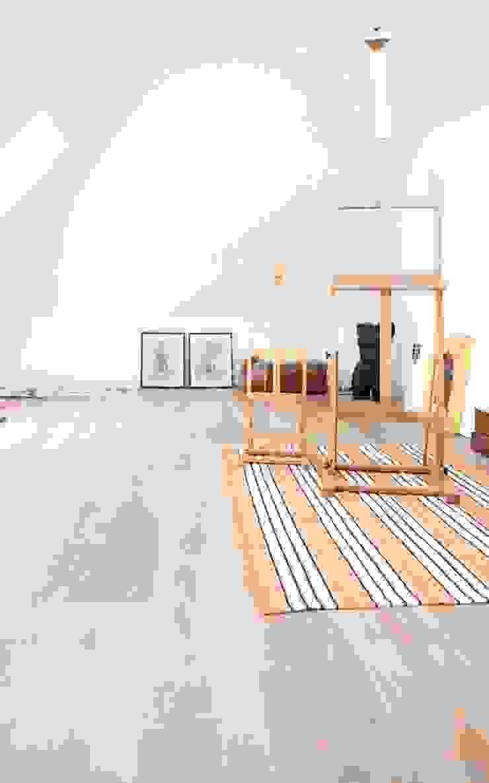 Houten vloer in atelier, werkruimte Moderne muren & vloeren van BVO Vloeren Modern