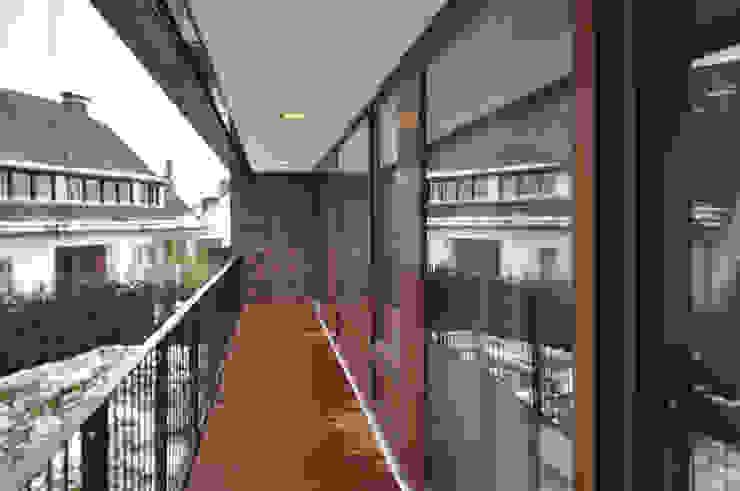 Großzügiger Balkon Moderner Balkon, Veranda & Terrasse von Lecke Architekten Modern
