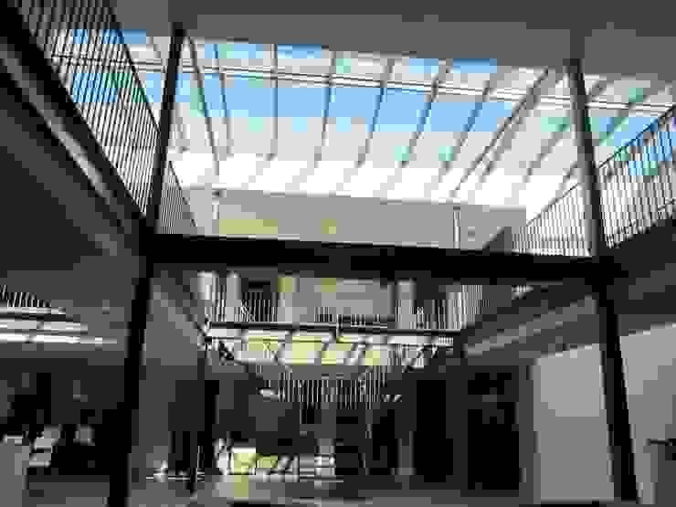 Houten zadeldak van Niek Roos Industriële kantoorgebouwen van Niek Roos Industrieel