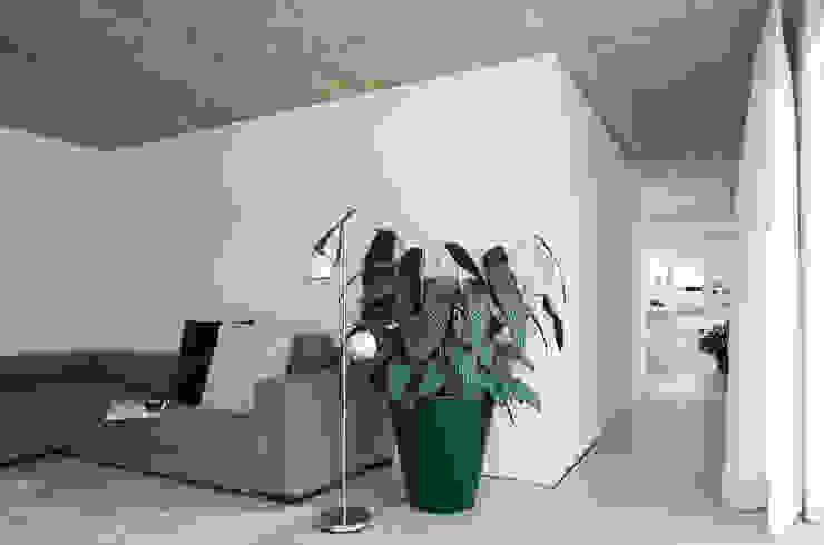 Projekty,  Salon zaprojektowane przez KARL+ZILLER Architektur, Nowoczesny