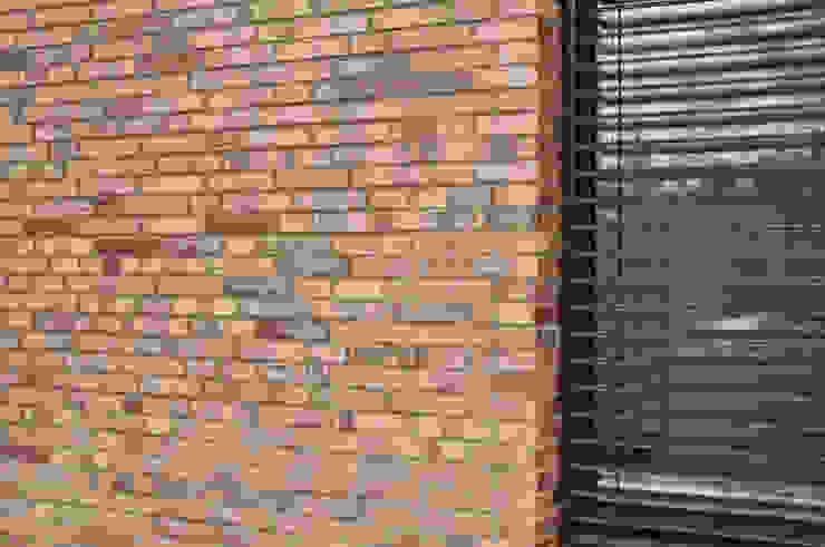 Fensterlaibung in Klinker Moderne Häuser von Lecke Architekten Modern