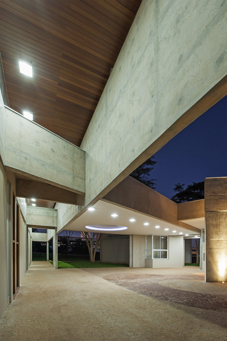 Oficinas de estilo ecléctico de JT Arquitetura Ecléctico