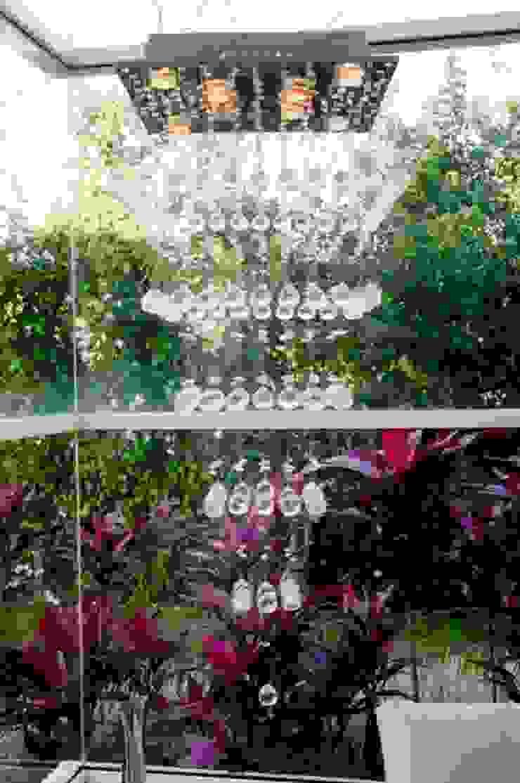 PROJETO ARQUITETÔNICO INTERIOR DA RESIDÊNCIA ZIMATH (Fotos: Lio Simas) Jardins ecléticos por ArchDesign STUDIO Eclético