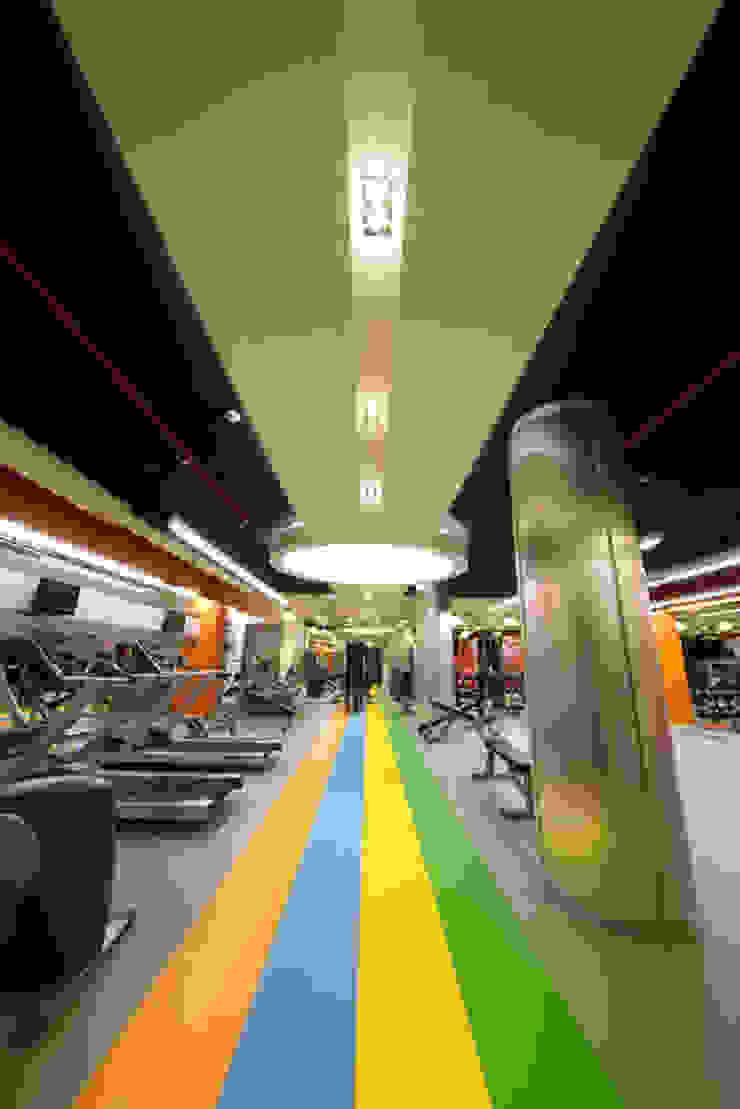 PHILIP MORRIS SABANCI GYM CENTER Minimalist Fitness Odası TARKAN OKTAY MİMARLIK Minimalist