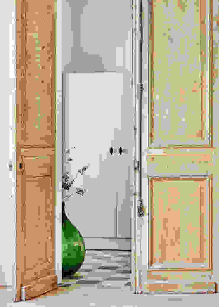 Wonen in het bos Landelijke gangen, hallen & trappenhuizen van Jolanda Knook interieurvormgeving Landelijk