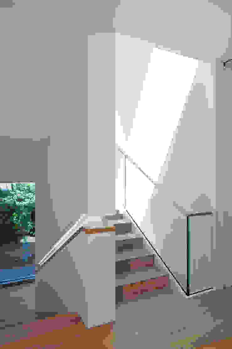 Treppenhaus ARCHITEKTEN BRÜNING REIN Moderner Flur, Diele & Treppenhaus