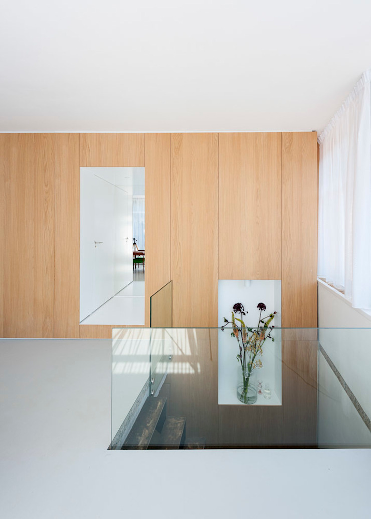 Hamers Meubel & Interieur Modern Corridor, Hallway and Staircase
