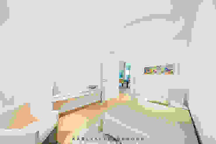 Dormitorios de estilo moderno de Karl Kaffenberger Architektur | Einrichtung Moderno