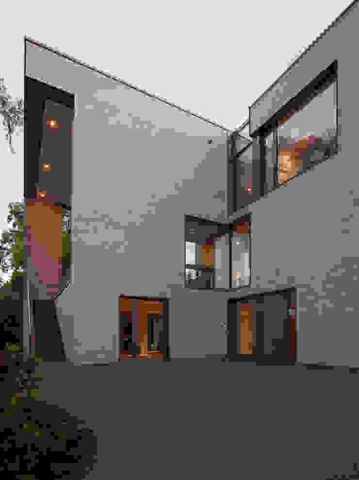 Blick vom Garten ARCHITEKTEN BRÜNING REIN Moderne Häuser
