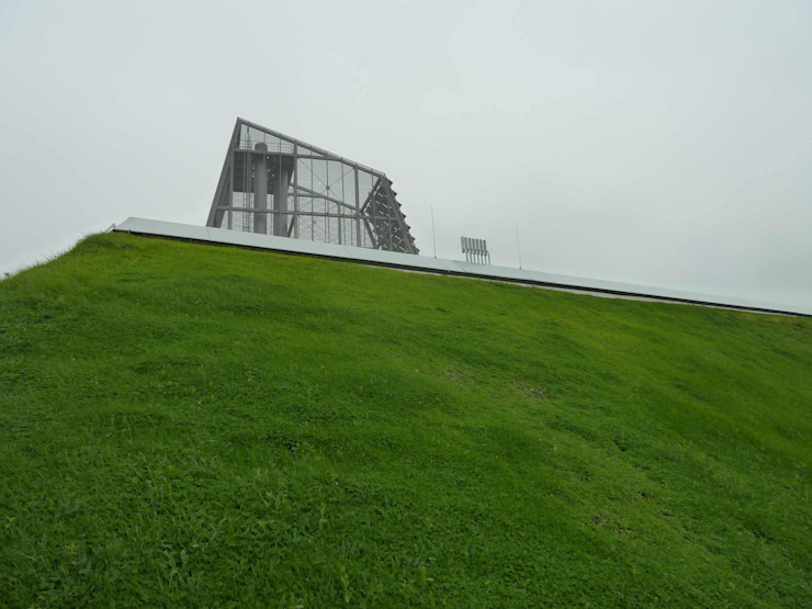 grüner Hügel Moderne Bürogebäude von Bohn Architekten GbR Modern