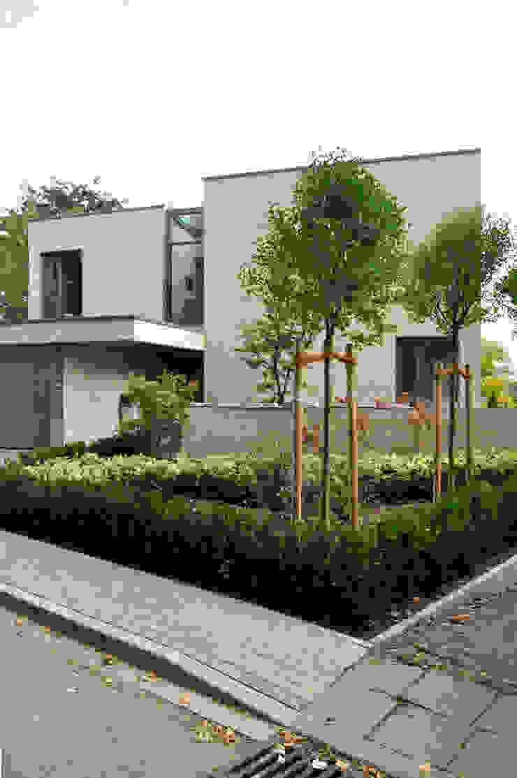 Blick auf den Eingang ARCHITEKTEN BRÜNING REIN Moderne Häuser