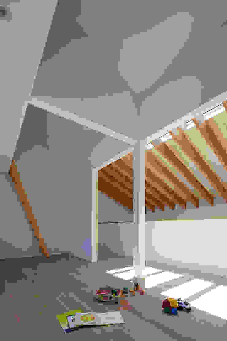 House – KT モダンデザインの 子供部屋 の 佐々木達郎建築設計事務所 モダン