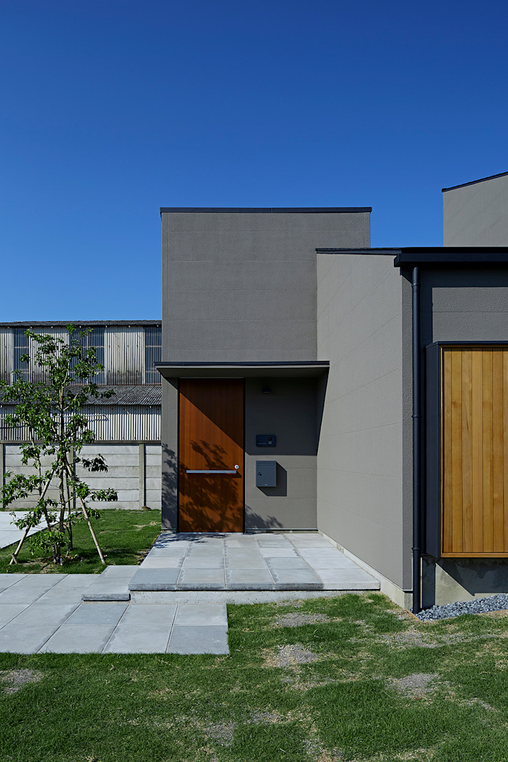 House – KT モダンな 家 の 佐々木達郎建築設計事務所 モダン