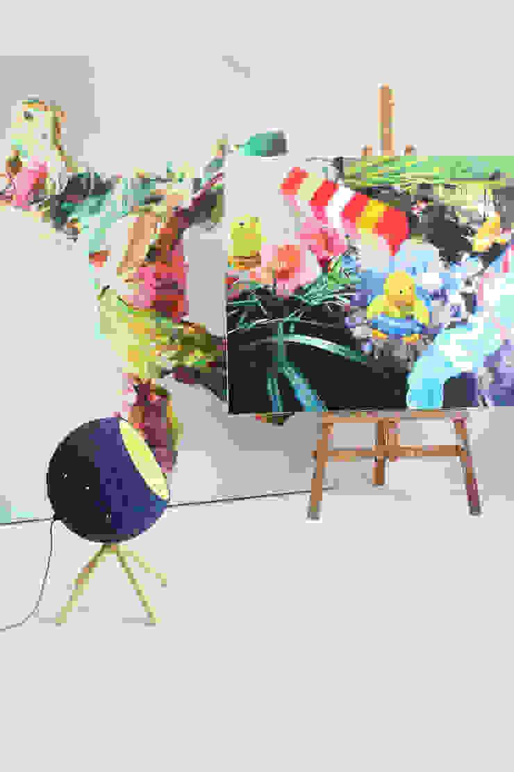 """Podłogowa lampa z papier mache """"Pluto"""" od Crea-re Studio Industrialny"""