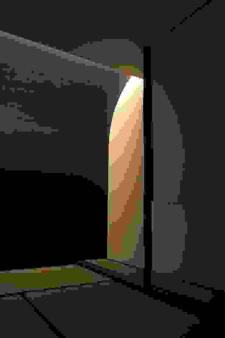 大きな土間空間のある家(横須賀の家) オリジナルデザインの 多目的室 の 大島功市建築研究所 一級建築士事務所 オリジナル
