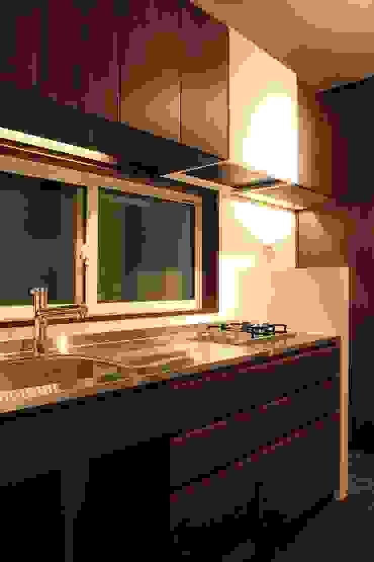 大きな土間空間のある家(横須賀の家) モダンな キッチン の 大島功市建築研究所 一級建築士事務所 モダン