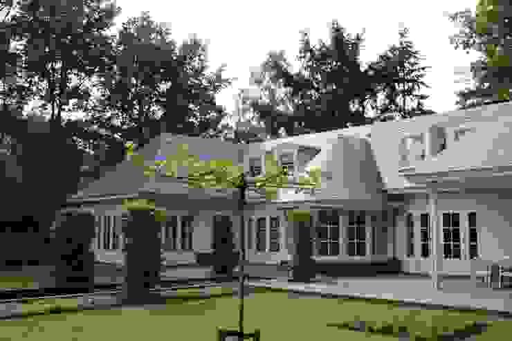 Interieur en exterieur vloeien in elkaar over door prachtige erker Landelijke huizen van Arceau Architecten B.V. Landelijk