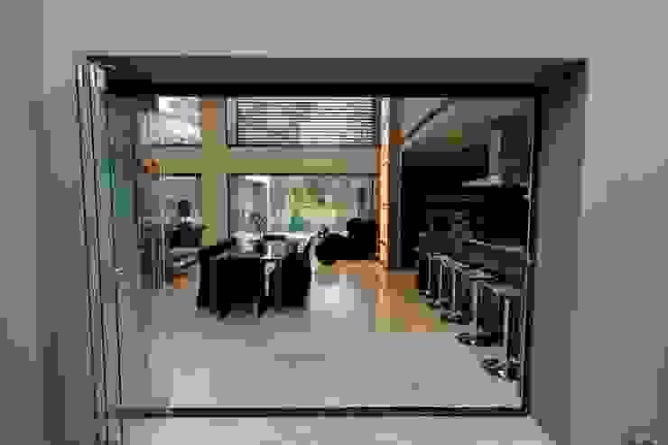 House Sed Modern kitchen by Nico Van Der Meulen Architects Modern