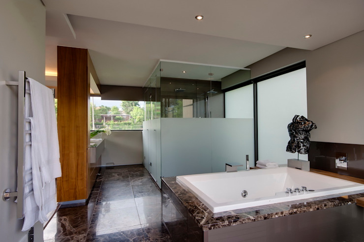House Sed Modern bathroom by Nico Van Der Meulen Architects Modern