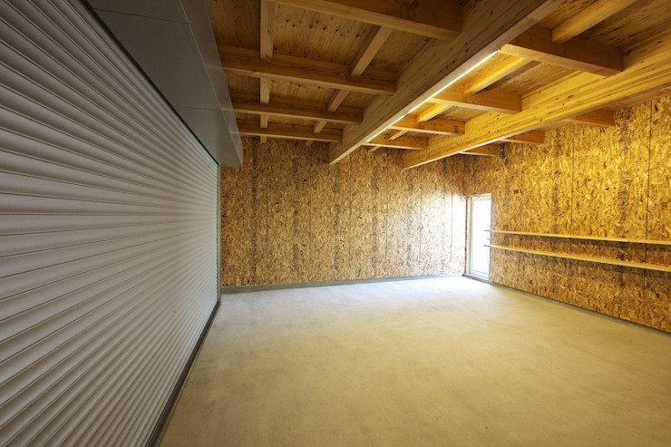 Eclectic style garage/shed by 五藤久佳デザインオフィス有限会社 Eclectic