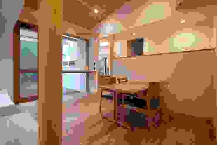 森を望むダイニング 北欧デザインの ダイニング の みゆう設計室 北欧