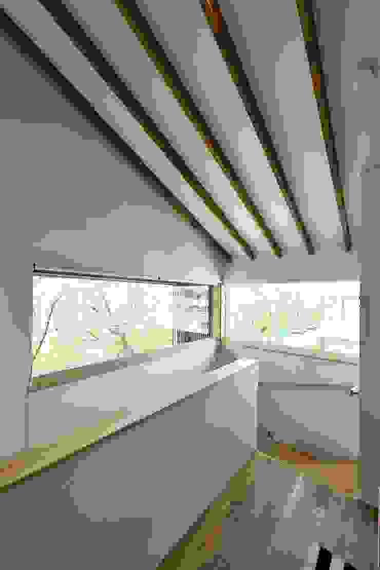 桜並木の家 オリジナルスタイルの 玄関&廊下&階段 の 五藤久佳デザインオフィス有限会社 オリジナル