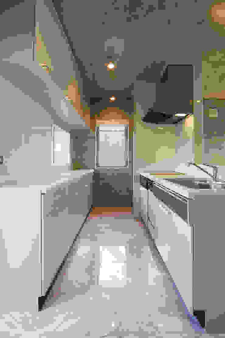 稲沢の家 オリジナルデザインの キッチン の 五藤久佳デザインオフィス有限会社 オリジナル