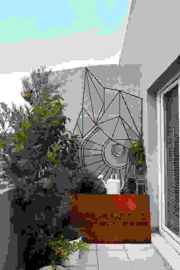 Balcones y terrazas de estilo ecléctico de Escapefromsofa Ecléctico