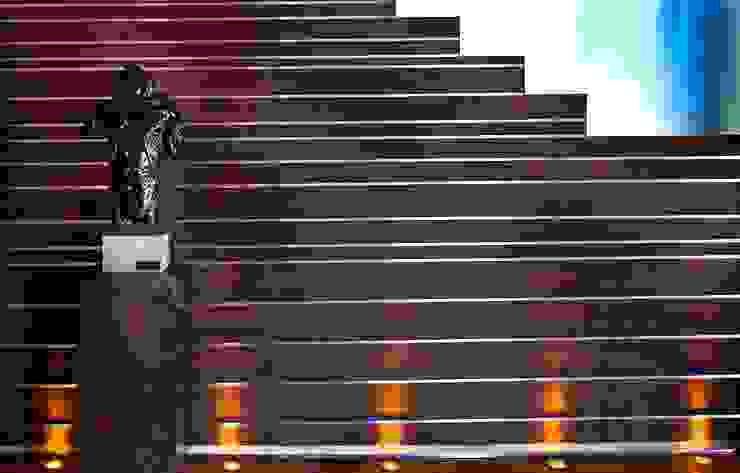 House Tat Modern corridor, hallway & stairs by Nico Van Der Meulen Architects Modern