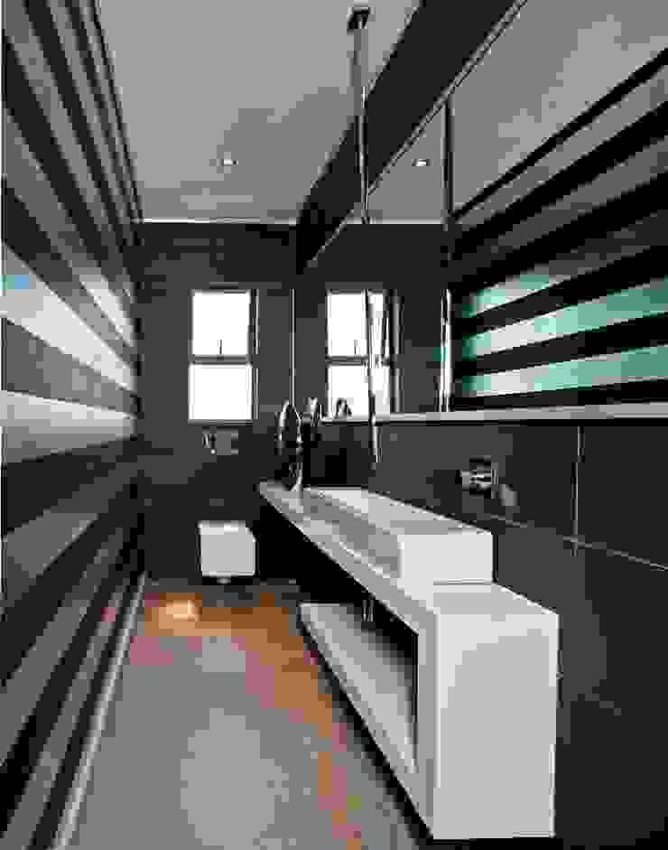 House Tat Modern bathroom by Nico Van Der Meulen Architects Modern