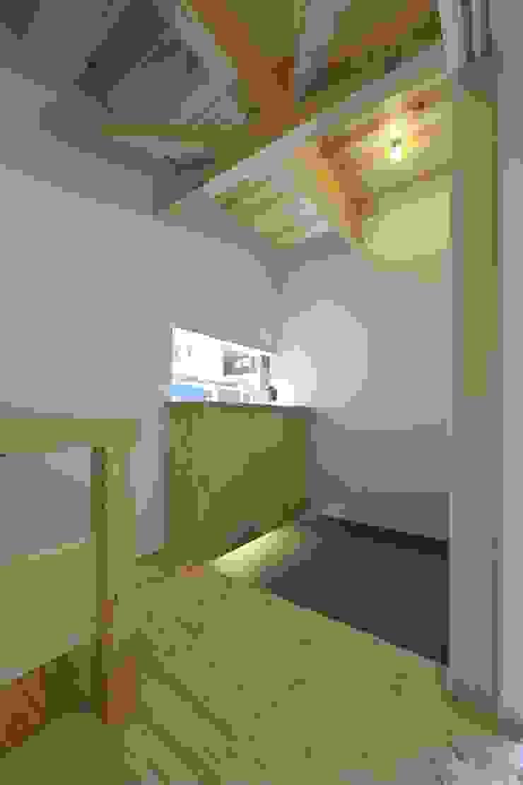 道路時の家 オリジナルスタイルの 玄関&廊下&階段 の 五藤久佳デザインオフィス有限会社 オリジナル