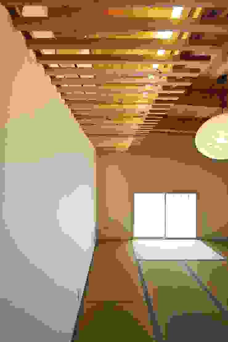 道路時の家 オリジナルデザインの 多目的室 の 五藤久佳デザインオフィス有限会社 オリジナル