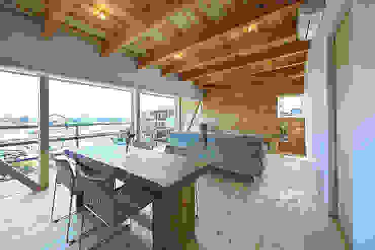 道路時の家 オリジナルデザインの リビング の 五藤久佳デザインオフィス有限会社 オリジナル