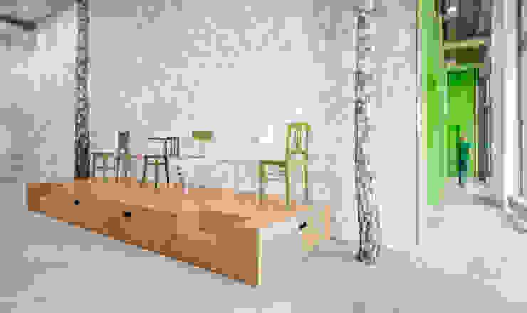 deelbaar podium voor evenementen Moderne kantoorgebouwen van CUBE architecten Modern