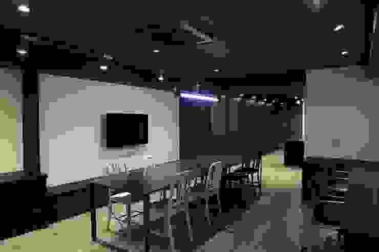 Gonshiro Office renovation の INTERFACE インダストリアル