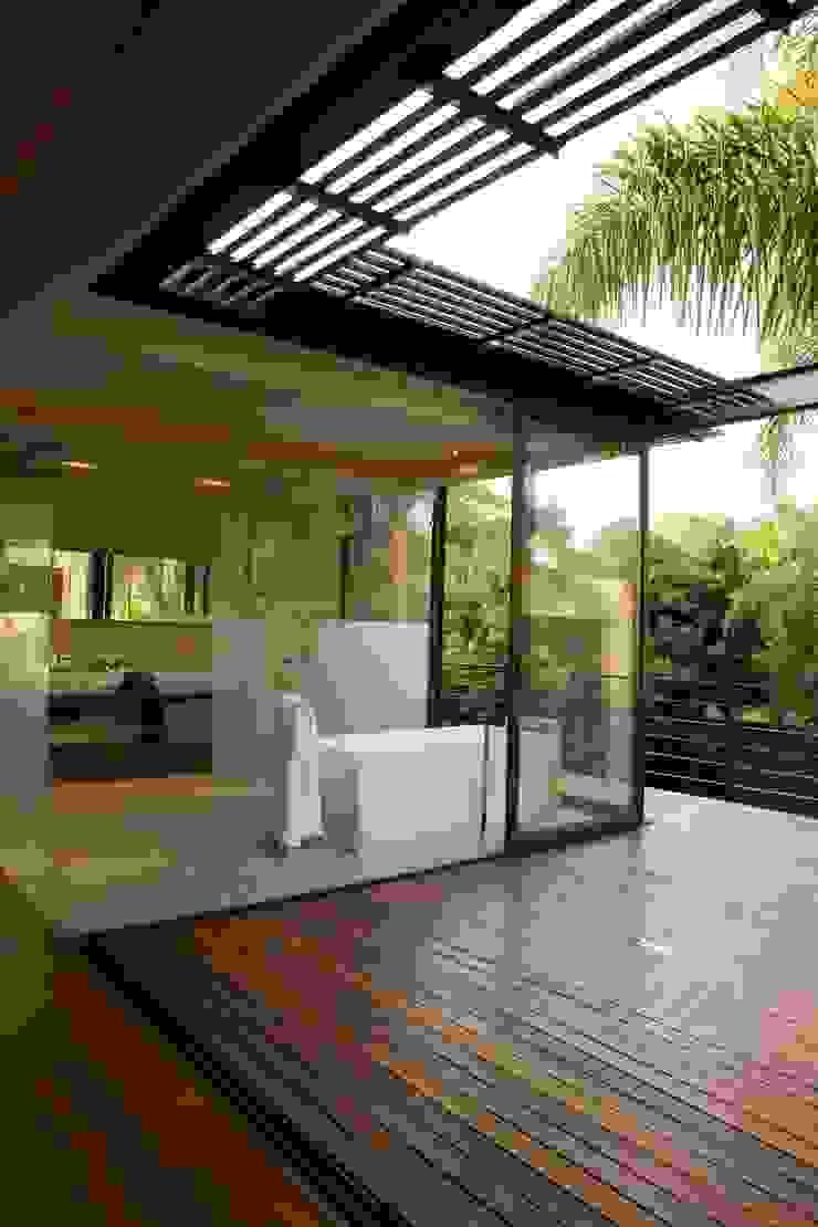 House Brian Modern bathroom by Nico Van Der Meulen Architects Modern