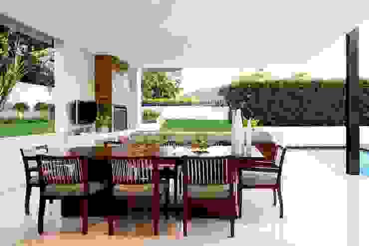 House Mosi Modern balcony, veranda & terrace by Nico Van Der Meulen Architects Modern