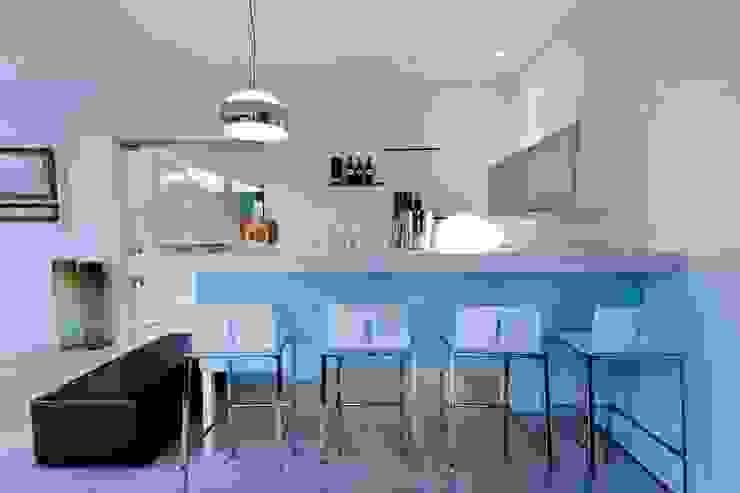 House Mosi Cave à vin moderne par Nico Van Der Meulen Architects Moderne