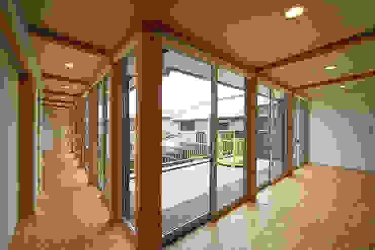 寺東の家 オリジナルスタイルの 玄関&廊下&階段 の 五藤久佳デザインオフィス有限会社 オリジナル