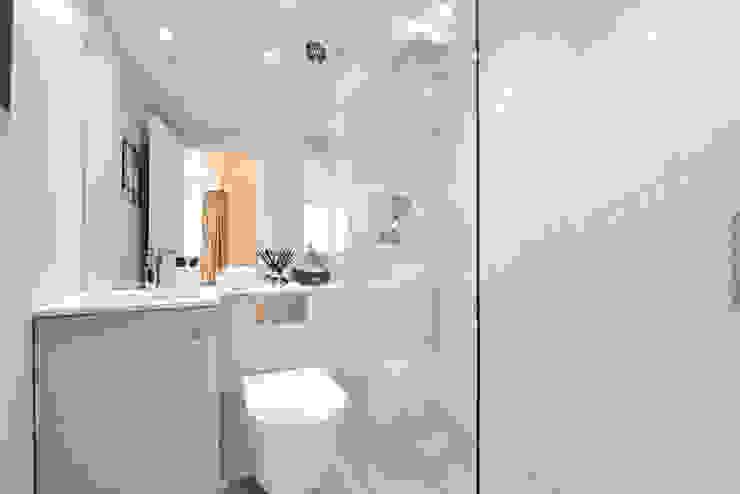 Natural freshwater Mother of Pearl mosaics Modern bathroom by ShellShock Designs Modern