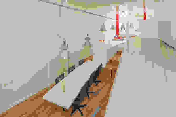 CUBE architecten Modern dining room