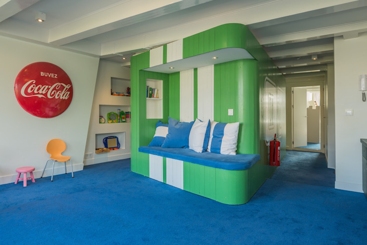 Chambre originale par CUBE architecten Éclectique