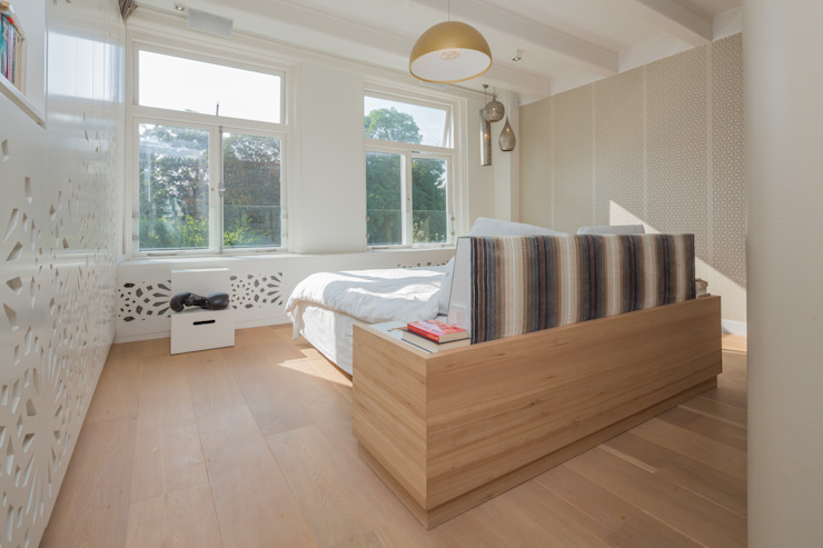 slaapkamer met maatwerk bed Eclectische slaapkamers van CUBE architecten Eclectisch