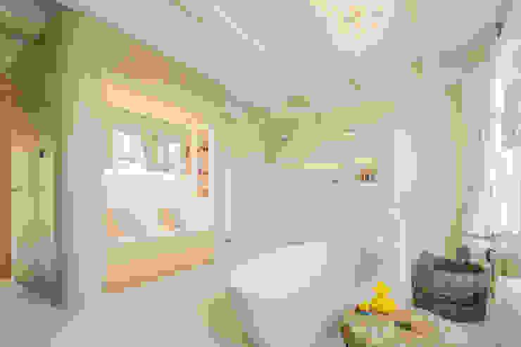 badkamer aan de gracht Moderne badkamers van CUBE architecten Modern
