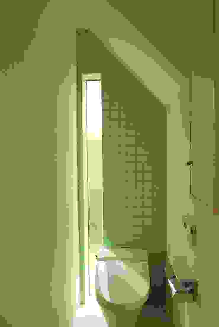 西川真悟建築設計 Baños de estilo moderno