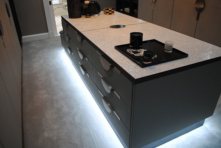Counter top finished using Mother of Pearl by Cocovara Interiors, London, UK Modern dressing room by ShellShock Designs Modern