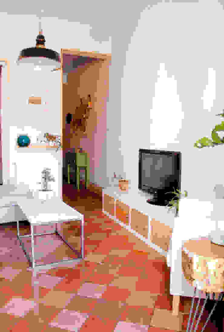 Apartamento en Malasaña Salones de estilo escandinavo de CARLA GARCÍA Escandinavo